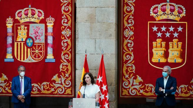 La presidenta Isabel Díaz Ayuso y los consejeros de Educación y Sanidad, Enrique Ossorio y Enrique Ruiz Escudero, este martes en la presentación del plan de vuelta a las aulas.