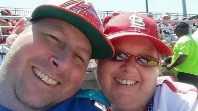 Brian Lee Hitchens y su mujer