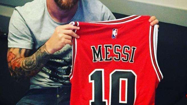 La camiseta de los Bulls con el dorsal de Messi.