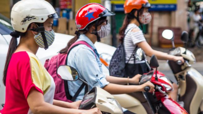 En la actualidad cada más mujeres deciden apostar por la movilidad en moto.