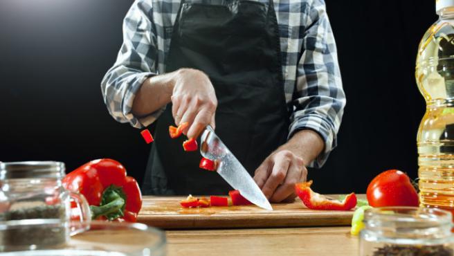 Los cuchillos son herramientas esenciales en la cocina.