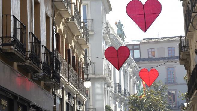 Campaña 'Granada enamora' en el centro comercial abierto de la capital, en imagen de archivo