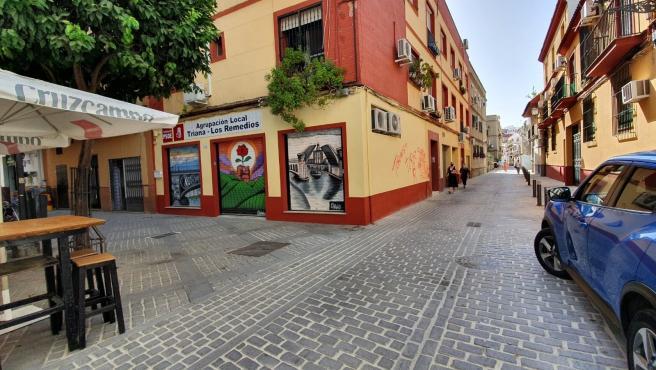 Pintadas en la sede del PSOE de Triana
