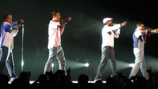 'Unbreakable Tour' de los Backstreet Boys (BSB) en el Bell Centre, Montreal el 5 de agosto de 2008. De izquierda a derecha: Brian Littrell, Nick Carter, AJ McLean y Howie Dorough. Foto Anirudh Koul Wikimedia Commons