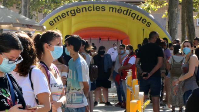 Ciudadanos de Terrassa (Barcelona) esperan para hacerse la PCR, el pasado 7 de agosto.