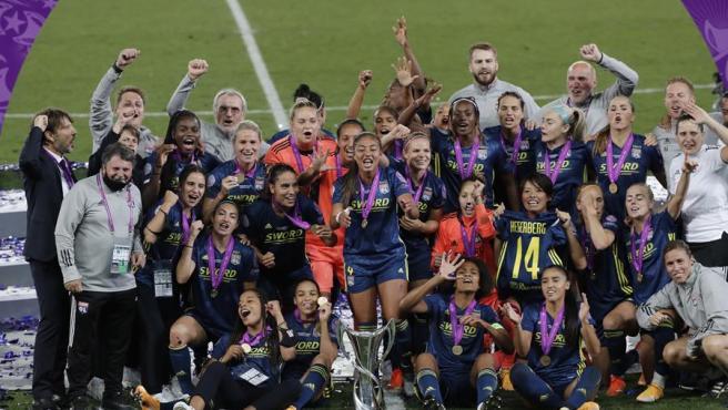 El Olympique de Lyon celebrando la Champions
