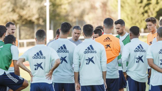 Luis Enrique dirige un entrenamiento de la selección española