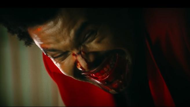 The Weeknd en el videoclip 'Blinding Lights'.