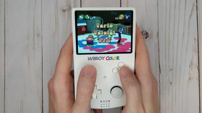 Esta nueva propuesta es una Wii portátil diseñada para encajar en el formato de una GameBoy.