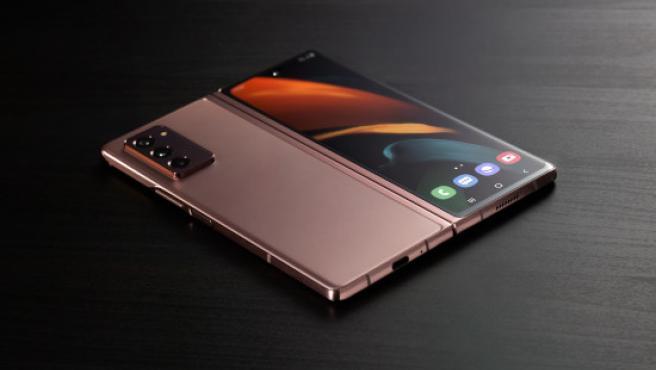 La trasera y la frontal (cubierta) del Galaxy Z Fold2