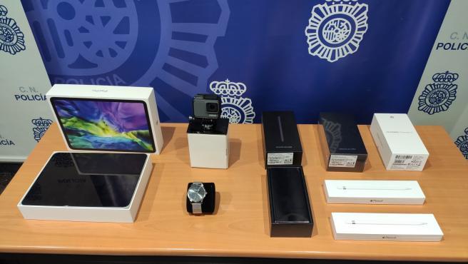 Objetos robados en un centro comercial recuperados por la Policía.