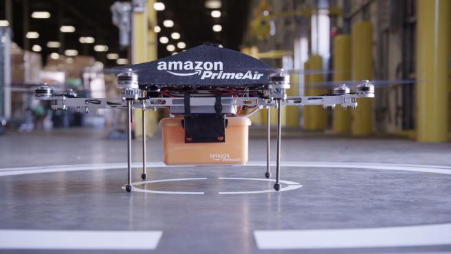 Los drones pueden llevar paquetes de hasta 5 libras y volar a una altura de unos 120 metros.