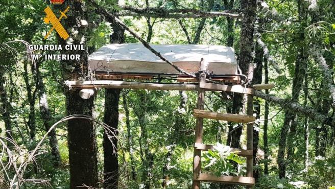 Estructura de un cazador furtivo en Tornavacas