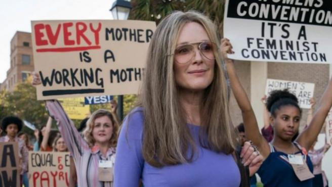 Julianne Moore y Alicia Vikander son Gloria Steinem en 'The Glorias'
