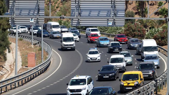 """MLG 14-08-2020.-Las carreteras de entrada y salida a Málaga, durante las primeras horas de la operación especial de tráfico """"15 de agosto"""", en la imagen la la Autovía del Mediterráneo.-ÁLEX ZEA."""