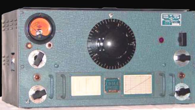 Un antiguo aparato de radio.
