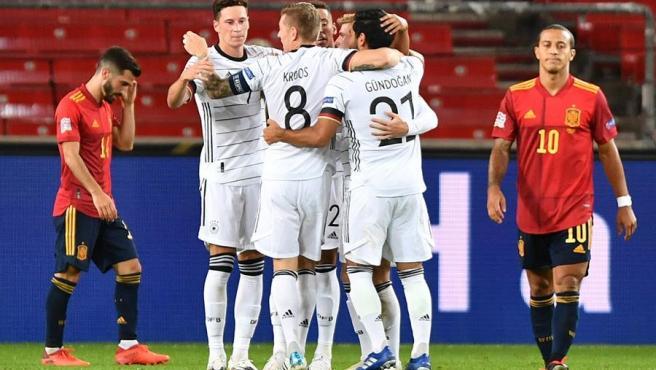 Los jugadores alemanes celebran un gol.
