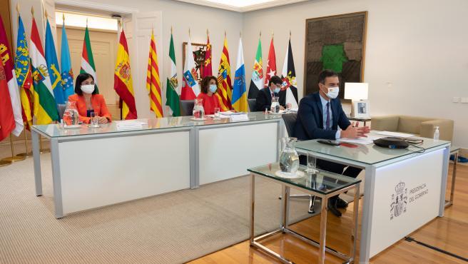 El presidente del Gobierno y los ministros de Hacienda, Política Territorial y Sanidad, en la Conferencia de Presidentes.