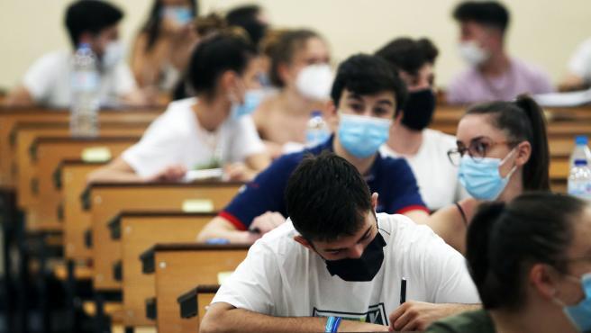 Estudiantes haciendo el exámen de selectividad. Archivo