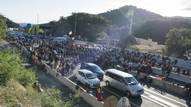 La Jonquera (Alt Empordà) 11.11.2019. Corte de la AP-7 en la Jonquera por Tsunami Democràtic. Foto de Glòria Sánchez