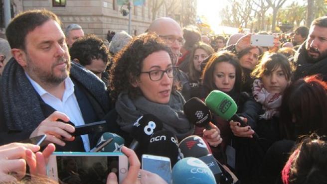 El vicepresidente catalán Oriol Junqueras y Marta Rovira (ERC) en la manifestación por el juicio del 9N.