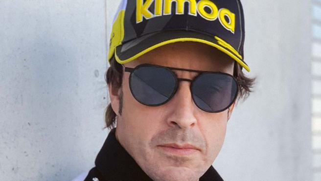 Fernando Alonso, con su gorra edición especial de Renault