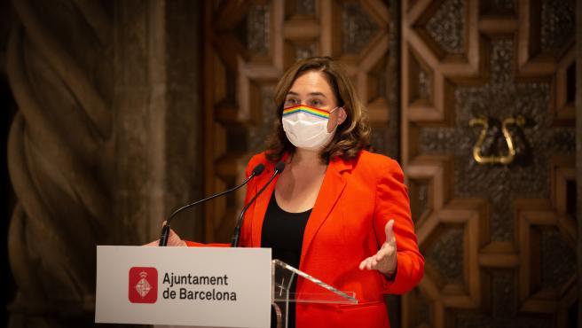 La alcaldesa de Barcelona, Ada Colau, durante una rueda de prensa en el Ayuntamiento de Barcelona.