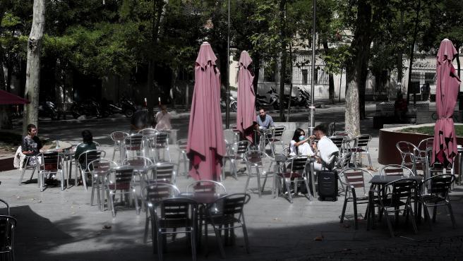 Clientes en la terraza de un bar, en Madrid