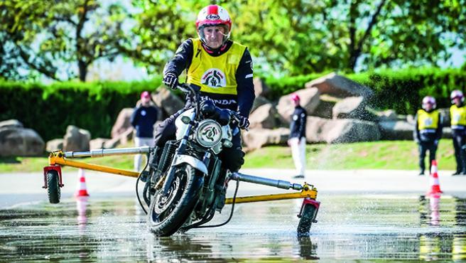 Prueba cerrada del examen para el carné de motocicleta.