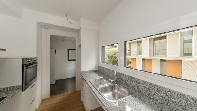 Uno de los pisos de la nueva promoción de alquiler social en la calle Comte Borrell.
