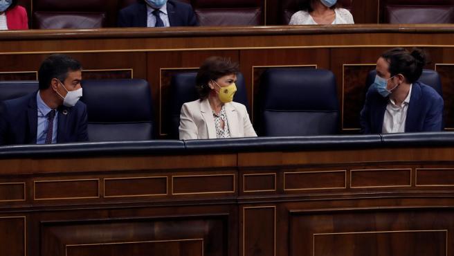 Pedro Sánchez, Carmen Calvo y Pablo Iglesias, este miércoles en el Congreso.