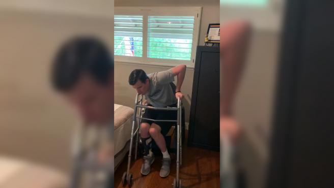 Robert Paylor ha estado 1.220 días intentando levantarse solo de la silla de ruedas.