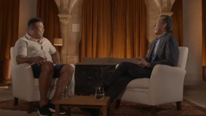 Un momento de la charla entre Ronaldo y Valdano.