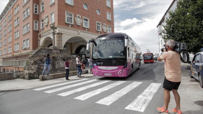 A Coruña jugadores y equipo técnico del Fuenlabrada abandonan el hotel NH Collection Finisterre una vez pasada la cuarentena por contagios de Covid-19 31/07/2020 Foto: M. Dylan/Europa Press