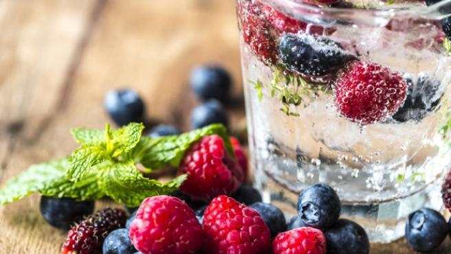 Además de saciar la sed, estas infusiones ayudan a beber agua sin que sea monótono.