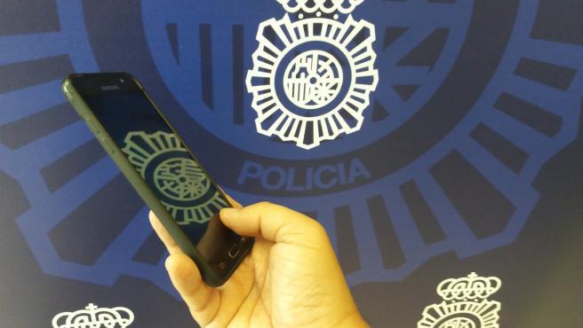 Granada.- Sucesos.- Detenida tras ser geolocalizada con el móvil que habría sustraído en una gasolinera de Granada