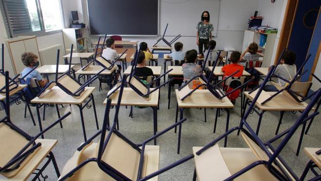 Primer día de escuela en un aula de primaria.