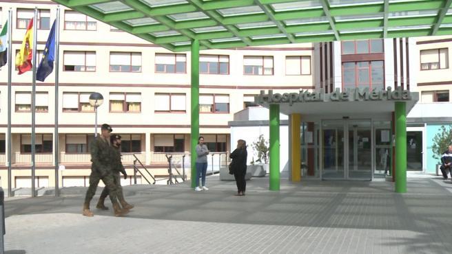 Militares en el entorno del Hospital de Mérida, en una imagen de archivo