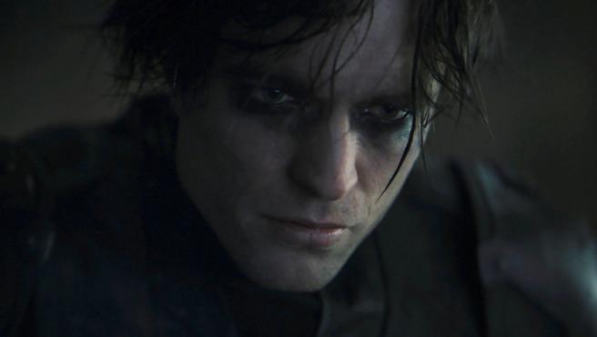 Nuevo póster de 'The Batman': Robert Pattinson vuelve a posar como el Caballero Oscuro
