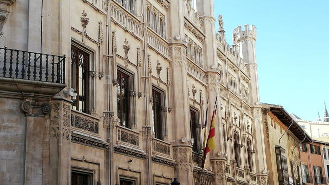La fachada del edificio del Consell de Mallorca, en la calle Palau Reial.
