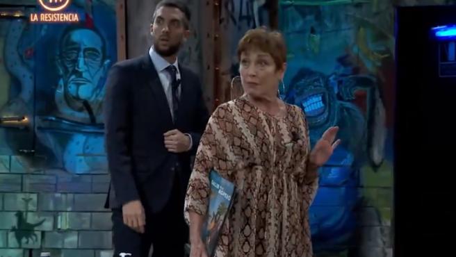 Broncano y Verónica Forqué, en 'La Resistencia'.