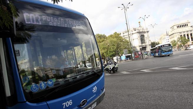 El primer bus de la línea C03 echa a rodar