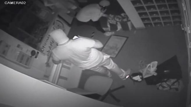 Los ladrones del estadio del Atlético de Pinto, vistos por la cámara de seguridad