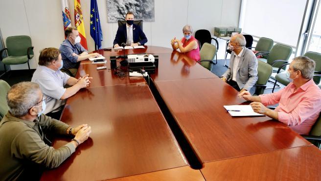 El consejero de Desarrollo Rural, Guillermo Blanco, con los alcaldes de Miengo, José Manuel Cabrero; Polanco, Rosa Díaz, y Suances, Andrés Ruiz Moya