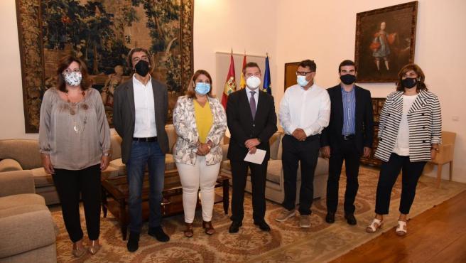 El presidente de Castilla-La Mancha, Emiliano García-Page, se reúne, en el Palacio de Fuensalida, con representantes de las empresas NYECPLAST S.L. Y SER-VIZIberica S.A