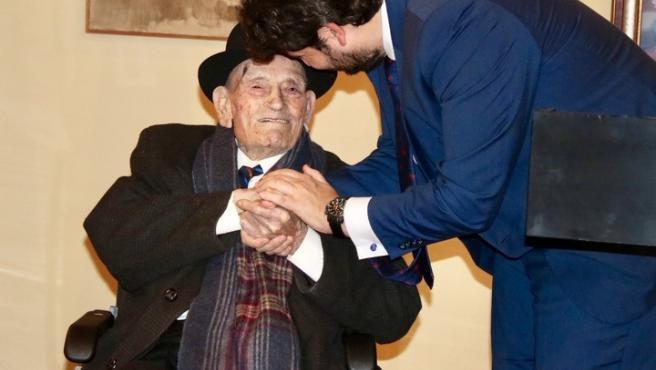 El presidente de la Comunidad, Fernando López Miras, recibe al trovero Juan Tudela Piernas, 'El tío Juan Rita'.