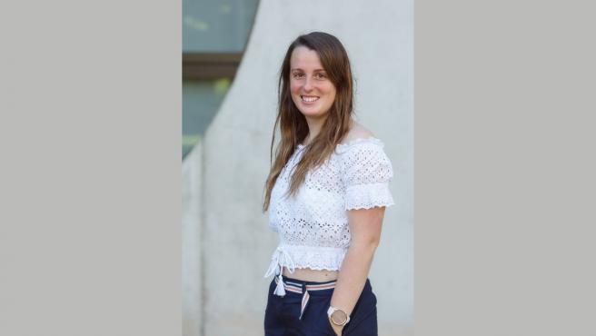 La estudiante de doctorado premiada, Leyre Catalán, en la UPNA.