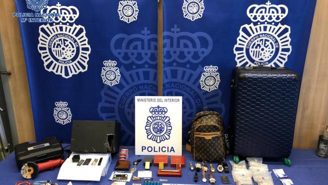 Objetos hallados en la caja fuerte que estaba forzando el detenido