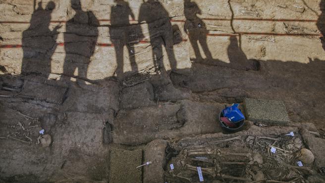 Trabajos de exhumación de la fosa común de Pico Reja