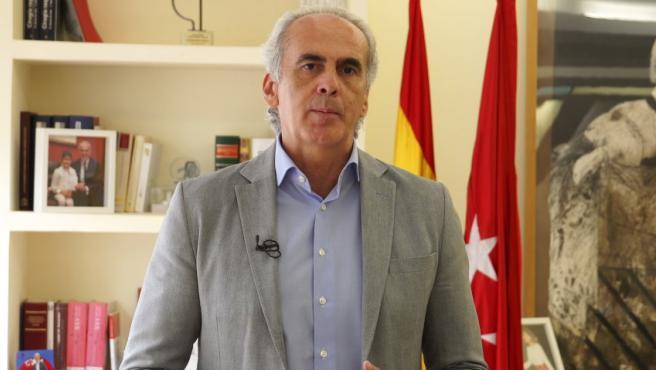 """El consejero de Sanidad, Enrique Ruiz Escudero, ha comunicado este jueves, en un vídeo que se ha enviado a los medios de comunicación, que su departamento va a hacer una propuesta de """"restricciones de movilidad y de reducción de actividad"""" en las zonas de la región con más transmisión del coronavirus."""